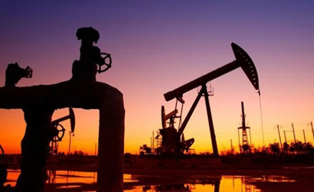 اسعار النفط تتراجع تأثرا بالمخزونات الامريكية