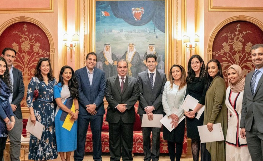 سفير البحرين يستقبل البحرينيين العاملين في بريطانيا
