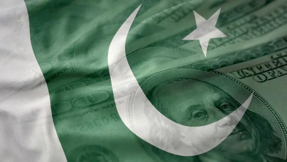 باكستان.. إقالة محافظ البنك المركزي ورئيس هيئة الضرائب