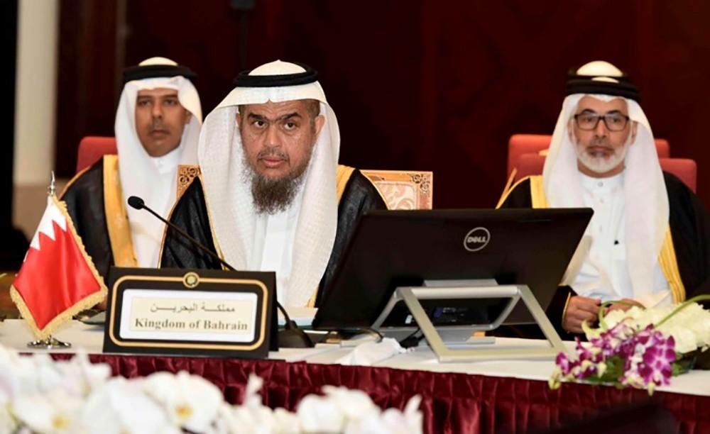 تكريم خمس شخصيات وطنية بحرينية بوسام مجلس التعاون للخدمة المدنية