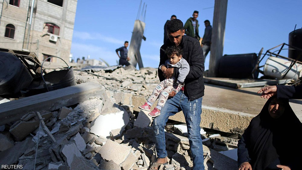 """قصف إسرائيلي """"مستعر"""" على غزة.. وفاجعة فلسطينية جديدة"""