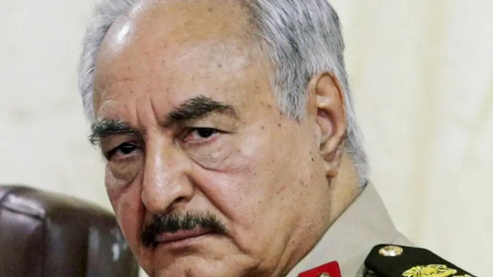 """حفتر يدعو الجيش لتلقين الوفاق والميليشيات """"درساً أعظم وأكبر"""""""