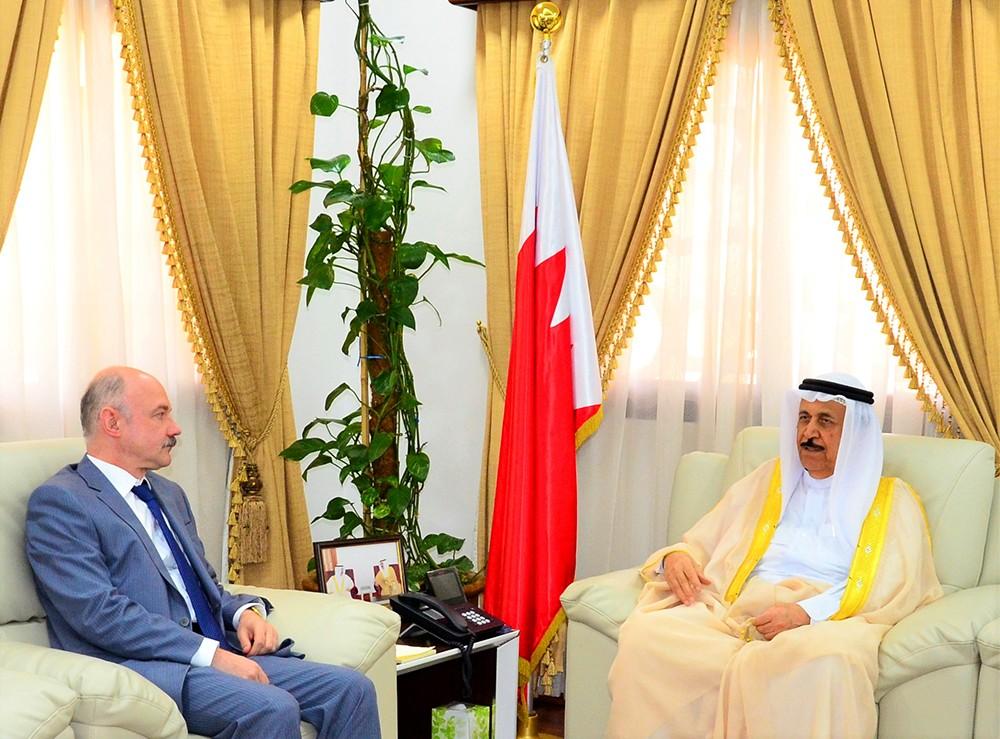 معالي الشيخ عبدالرحمن بن محمد يستقبل السفير الروسي لدى البحرين