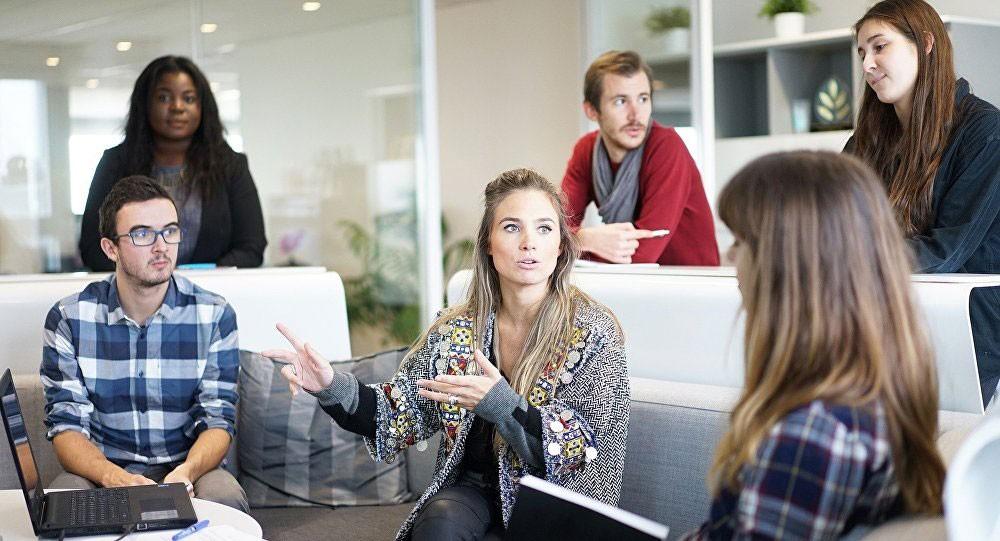 حس الدعابة مؤهل للنجاح في العمل... كيف تستخدمه للقيادة