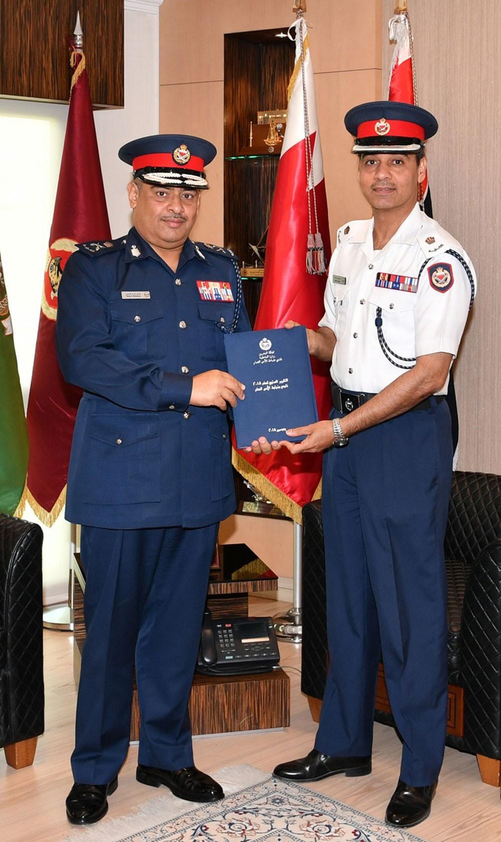 رئيس الأمن العام يشيد بجودة خدمات نادي الضباط