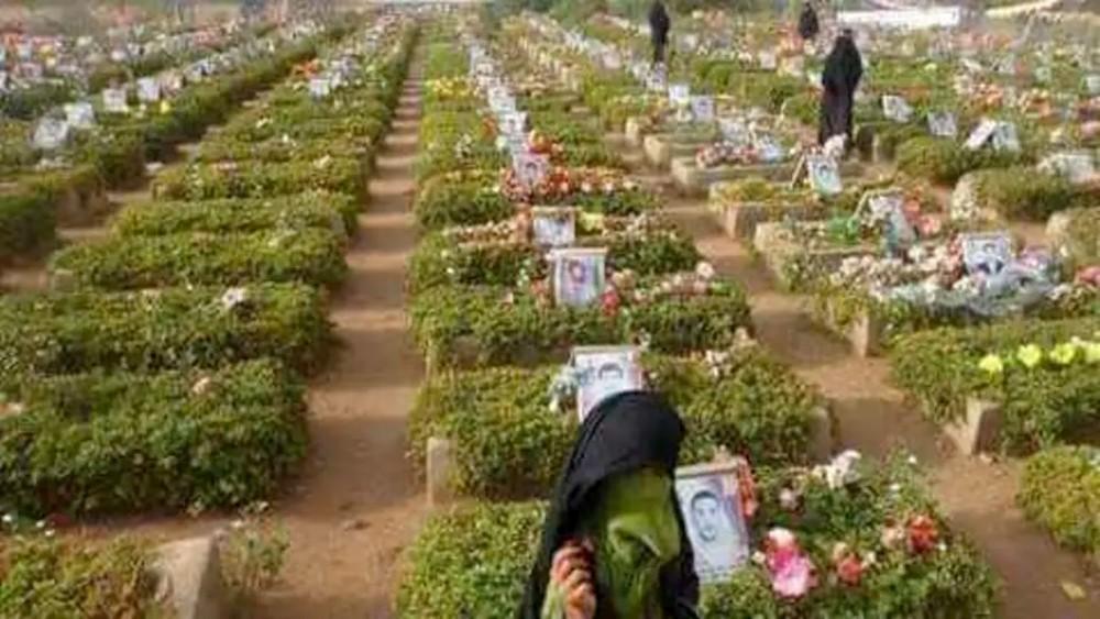 الحوثي يفتتح مقبرة جديدة لقتلاه داخل حرم جامعة ذمار!