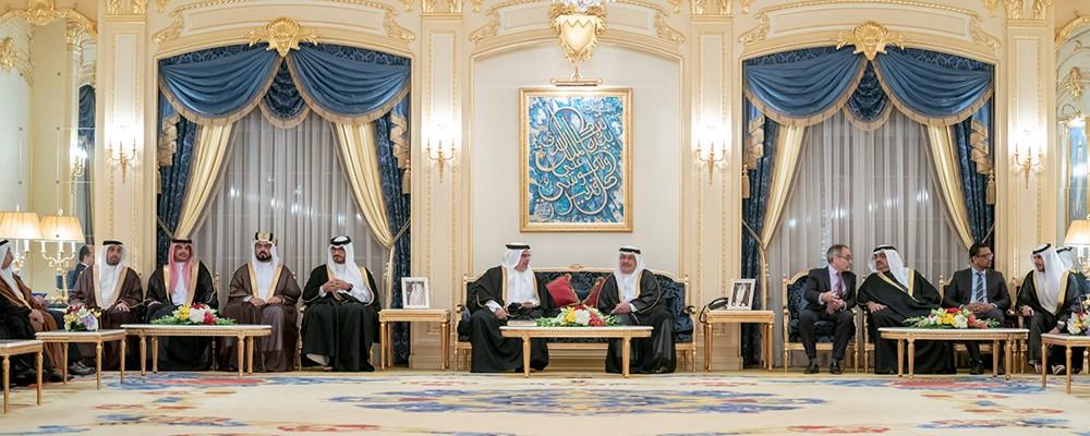 نائب رئيس مجلس الوزراء يستقبل عددا من كبار أفراد العائلة المالكة الكريمة والمسؤولين
