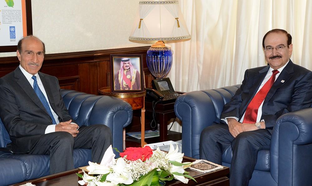 الوزير ميرزا يستعرض مع الدكتور عبدالعزيز أبل مجالات التعاون مع مجلس الشورى