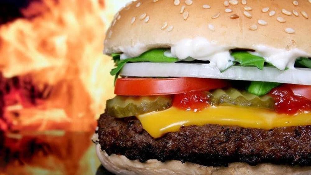 """الأطعمة السريعة.. دراسة تكشف """"حقيقة صادمة"""""""