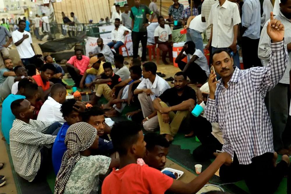 السودان.. مطابخ وإفطارات للمعتصمين الصائمين