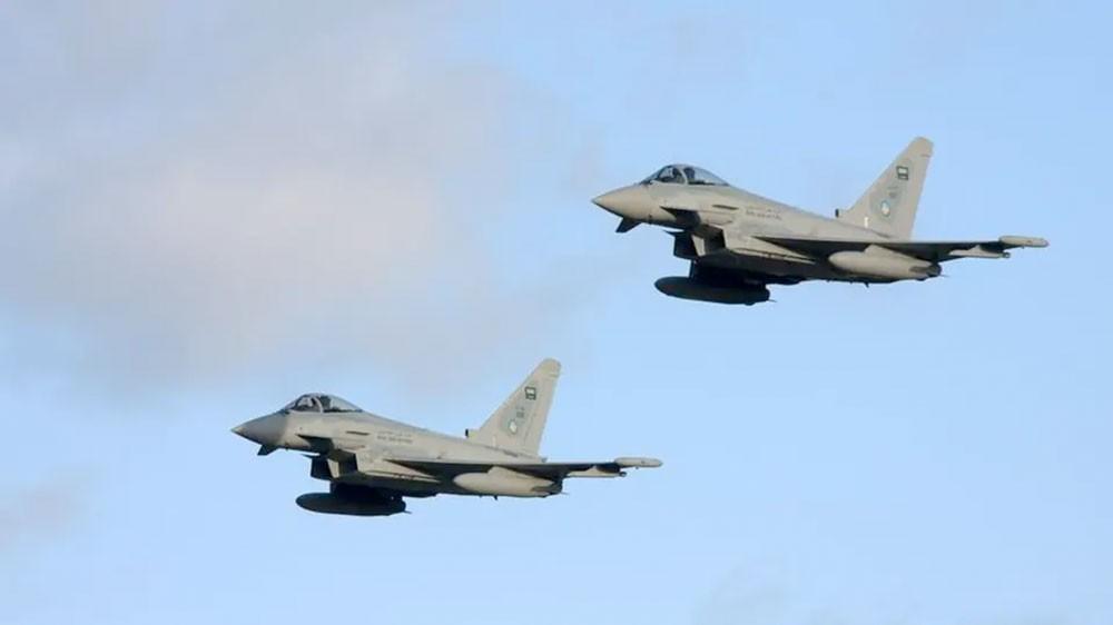 اليمن.. طائرات التحالف تقصف معسكراً حوثياً في حجة