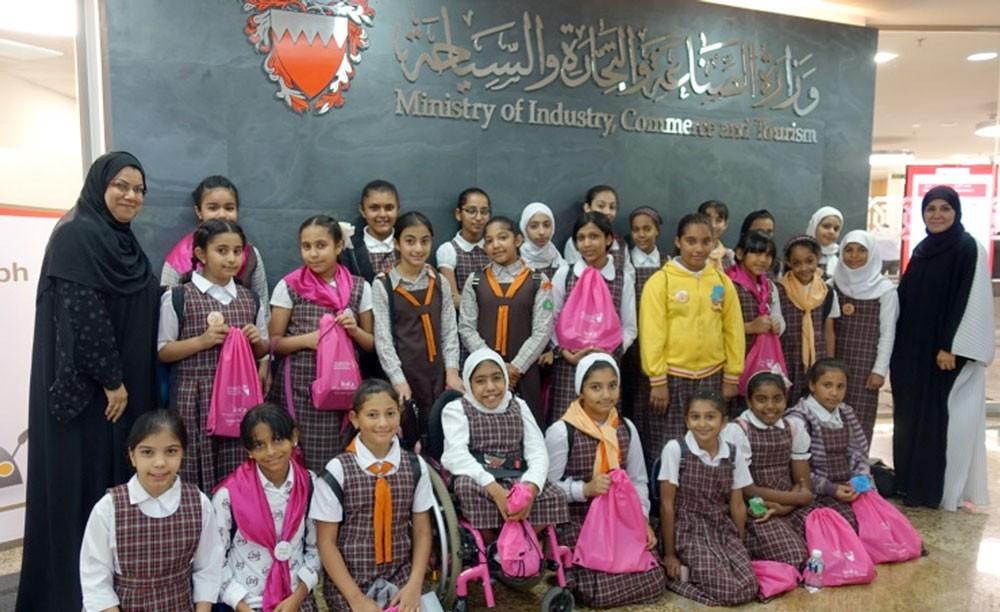 (التجارة الإلكترونية) تنظم 21 ورشة عمل لطلبة المدارس الحكومية والخاصة