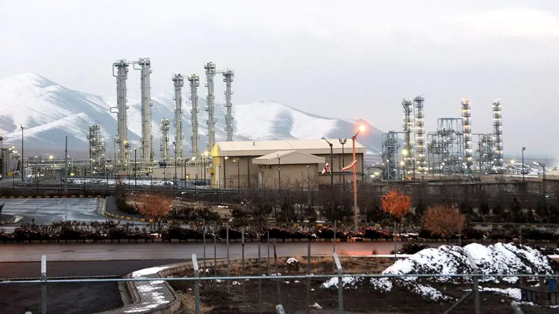 """إيران.. تحلل رسمي من """"التزامات نووية"""""""