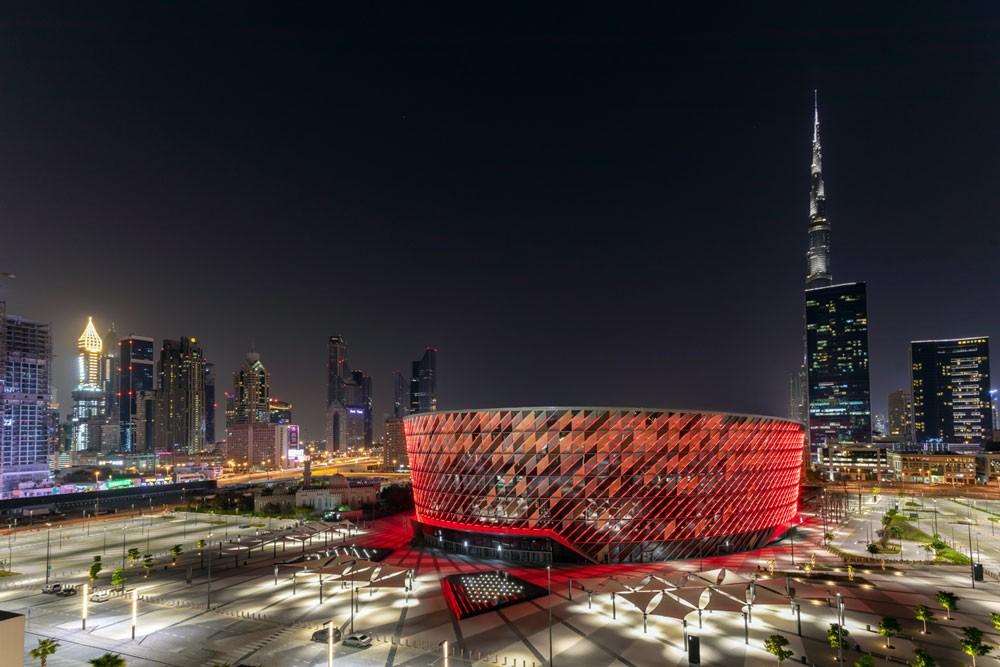 دبي تحتفل باليوم العالمي للضوء مع تشغيل العرض الخارجي لكوكاكولا أرينا