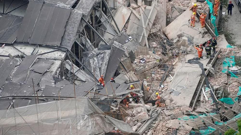9 أشخاص محتجزون في انهيار مبنى وسط شنغهاي