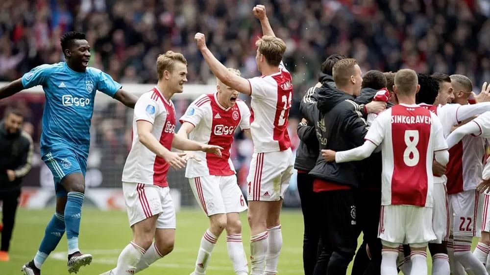 أياكس يتوج بطلاً للدوري الهولندي