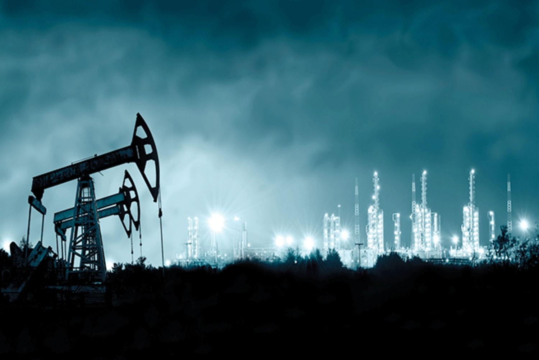 ما الذي يعنيه وصول سعر برميل النفط لـ100 دولار بالنسبة للاقتصاد العالمي