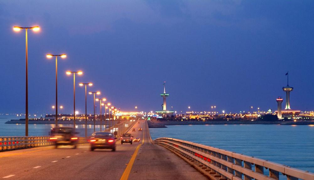 السجن 10 سنوات لـ3 مدانين بوضع قنبلة متفجرة على جسر الملك فهد