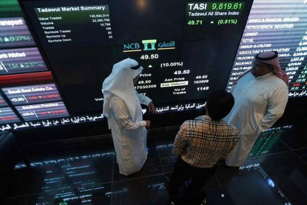 أسهم السعودية ترتفع بدعم من البنوك وتباين أداء باقي أسواق الخليج