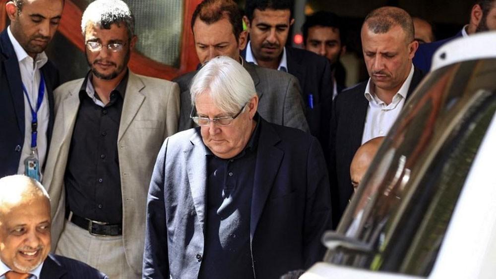 مسؤولون يمنيون يهاجمون غريفثس ومطالبات بتغييره