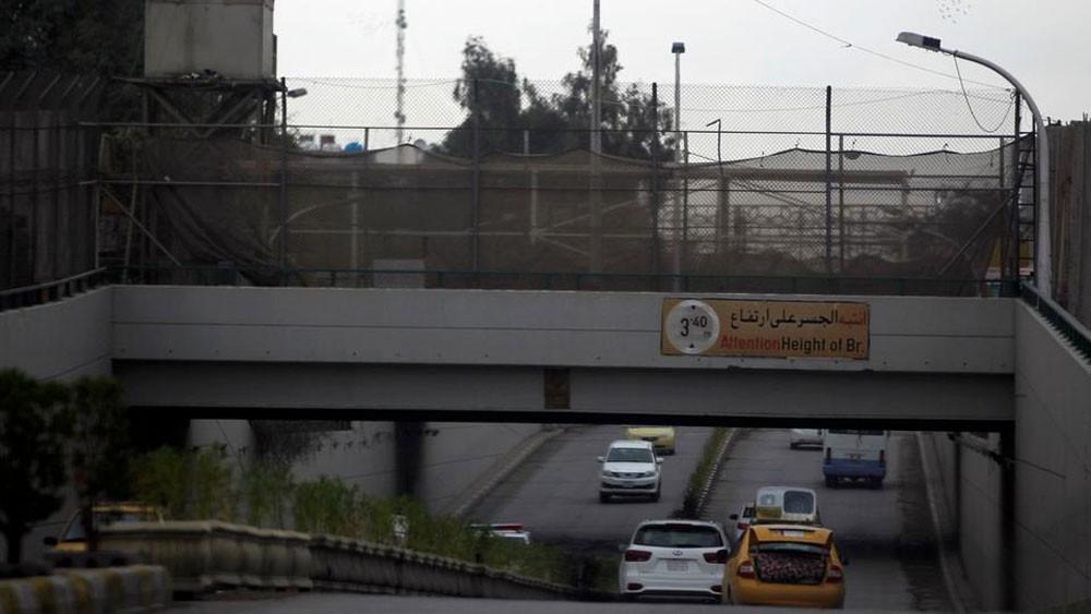 بغداد.. سقوط صاروخ كاتيوشا بمحيط السفارة الأميركية