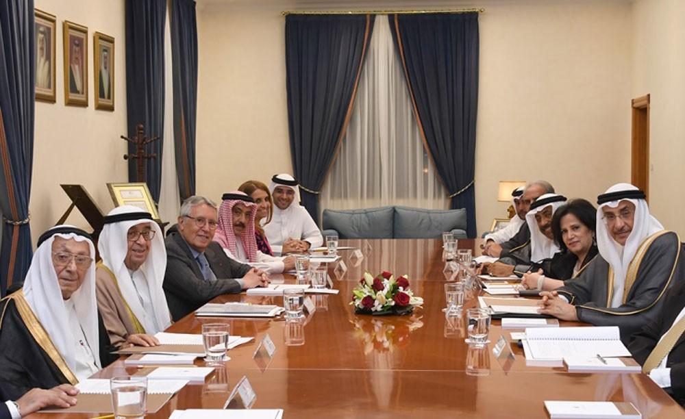 محمد بن مبارك يترأس اجتماع مجلس أمناء جائزة عيسى لخدمة الإنسانية