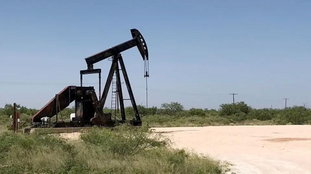 النفط يعزز أداءه ويرتفع بدعم تخفيضات أوبك