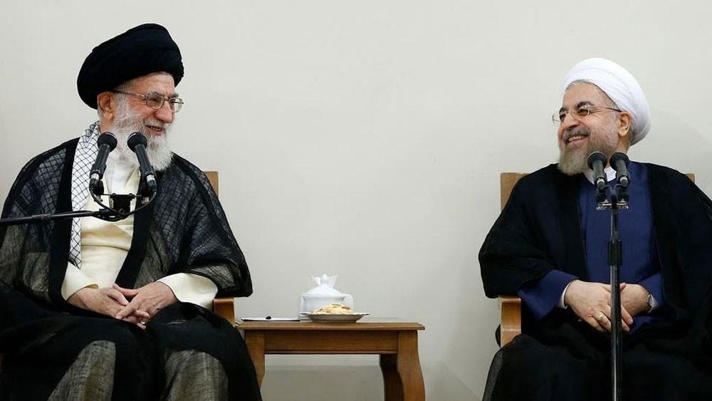 ردا على روحاني.. المتشددون يطالبون خامنئي بمراجعة الدستور