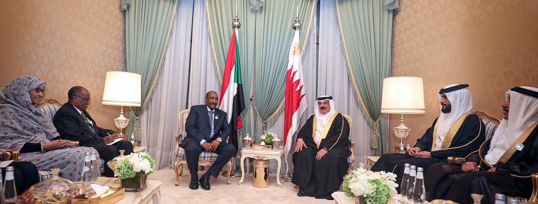 جلالة الملك يجتمع مع عبدالفتاح البرهان بمكة المكرمة