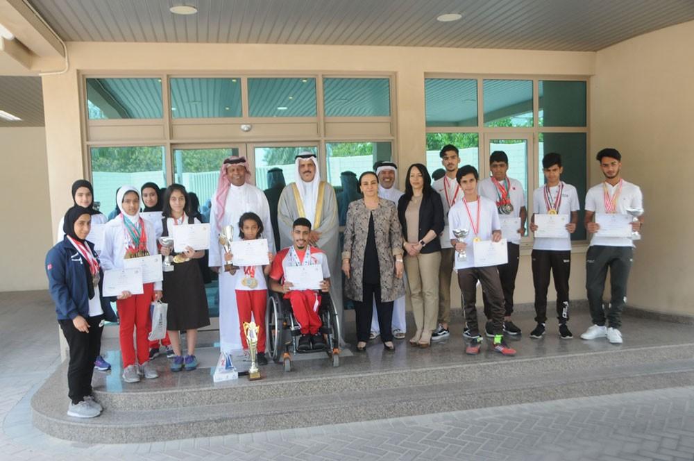 وزير التربية يكرّم 12 طالبًا من ذوي الإنجازات الرياضية الدولية