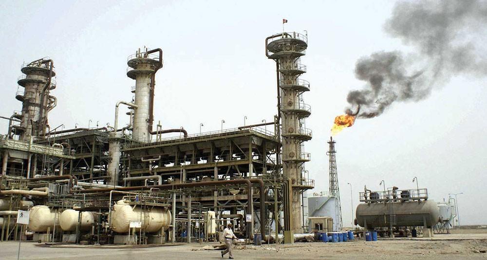 النفط يرتفع إثر تراجع الدولار