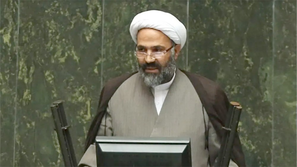 نائب إيراني: السفارة البريطانية تتواصل مع المعارضة