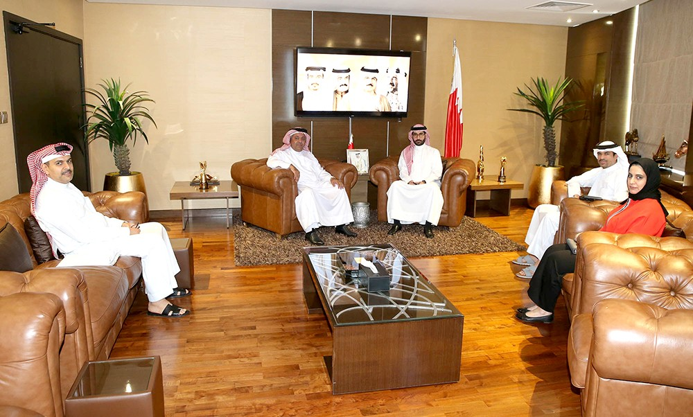 المؤيد يستقبل رئيس نادي بحرين رايدرز ويؤكد أهمية زيادة حجم الأنشطة والبرامج