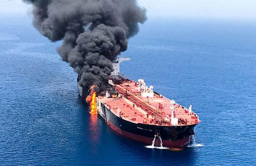 """هجمات بحر عُمان.. حديث جديد عن الطوربيد و""""أشياء طائرة"""""""