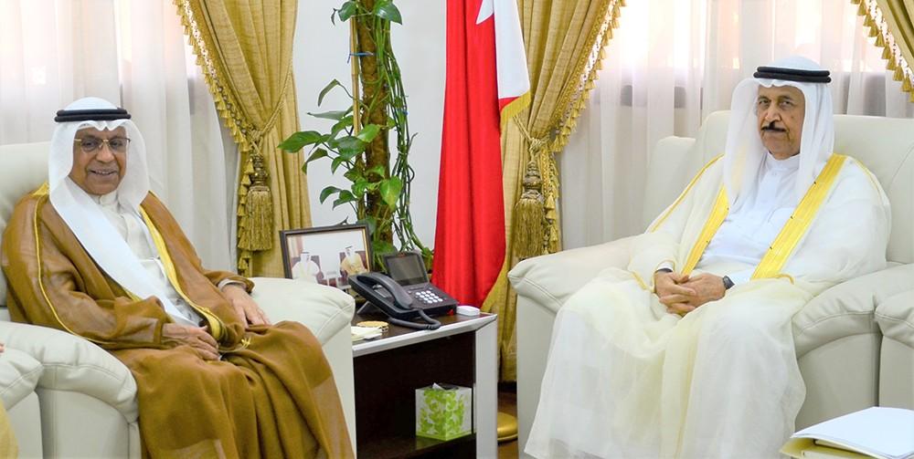 معالي الشيخ عبدالرحمن بن محمد يستقبل رئيس مجلس الأوقاف الجعفرية
