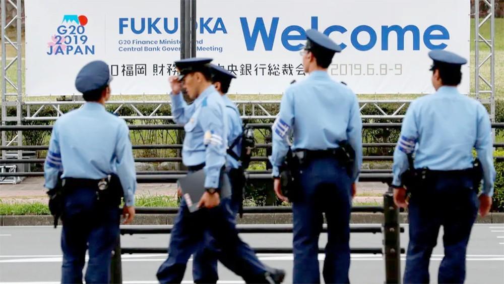 اليابان تعتقل رجلاً بتهمة طعن شرطي.. والمشتبه به ينفي