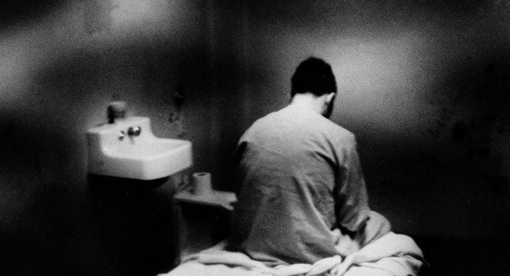 أستاذ طب نفسي: كلنا مرضى نفسيون لمدة ساعتين