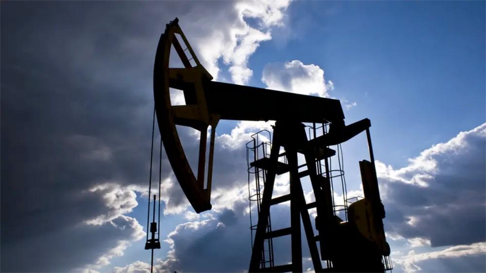 النفط يواصل التراجع وسط مؤشرات اقتصادية مقلقة