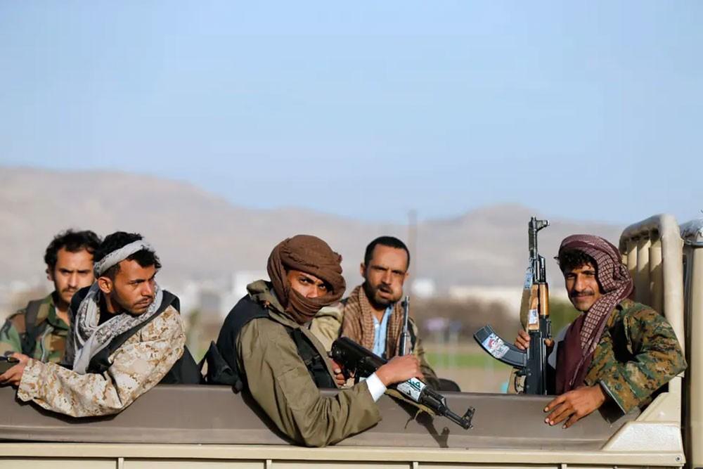 إضراب بسجون الحوثي.. الميليشيا تقطع المياه وتمنع الطعام