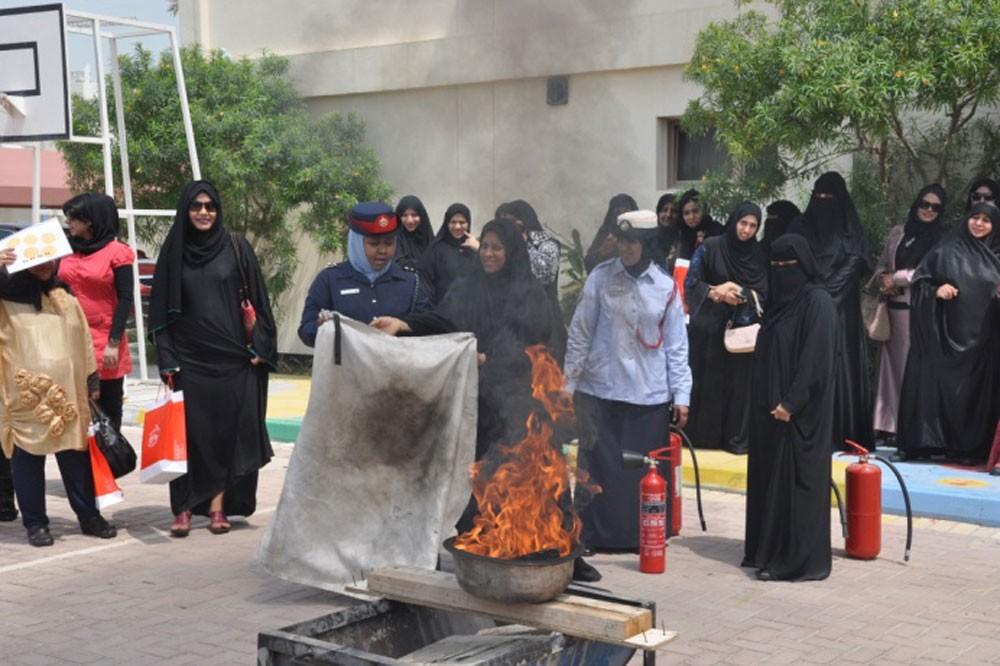 الدفاع المدني تواصل حملتها التوعوية لربات البيوت حول مخاطر تسرب الغاز