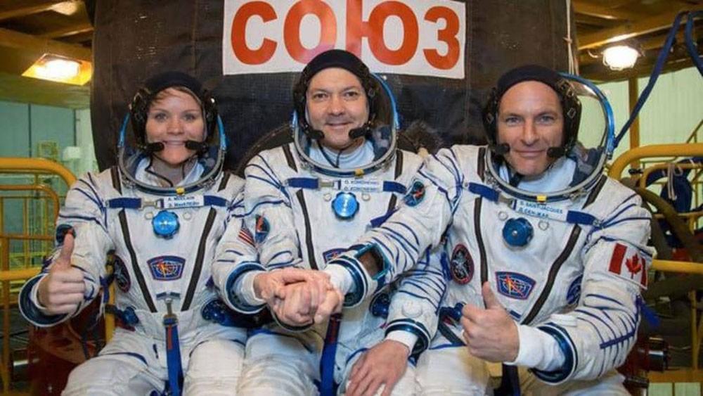 عودة 3 رواد إلى الأرض بعد قضاء نحو 7 أشهر في الفضاء