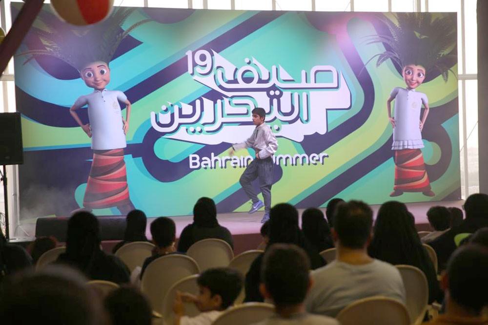 """""""صيف البحرين"""".. إقبال كبير على خيمة نخول بجانب قلعة الشيخ سلمان بن أحمد الفاتح بالرفاع"""