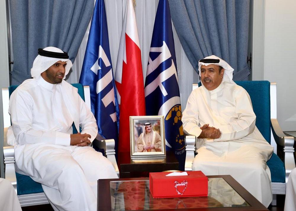 علي بن خليفة يستقبل رئيس نادي التضامن