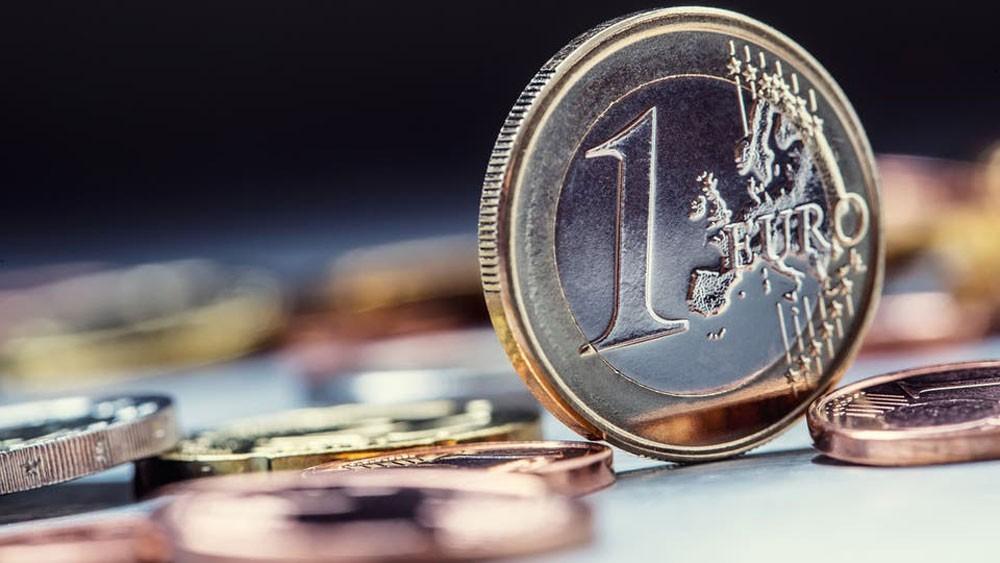 تراجع رهانات خفض الفائدة الأميركية يهوي باليورو