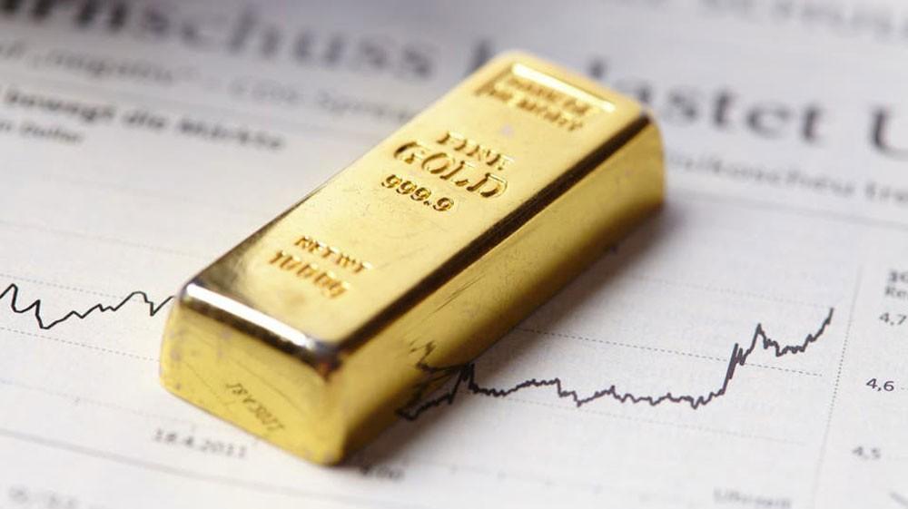 الذهب يهبط مع صعود الدولار قبيل شهادة باول