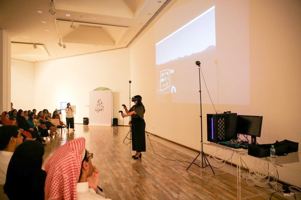 """""""الثقافة"""" تستضيف الفنانة نجلاء آل خليفة في حوار وتجربة مباشرة حول فنون الواقع الافتراضي"""