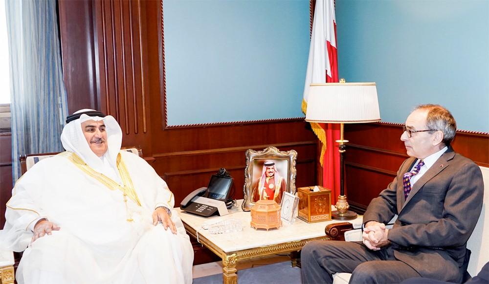 معالي وزير الخارجية يستقبل سعادة سفير المملكة المتحدة لدى  البحرين بمناسبة انتهاء فترة عمله