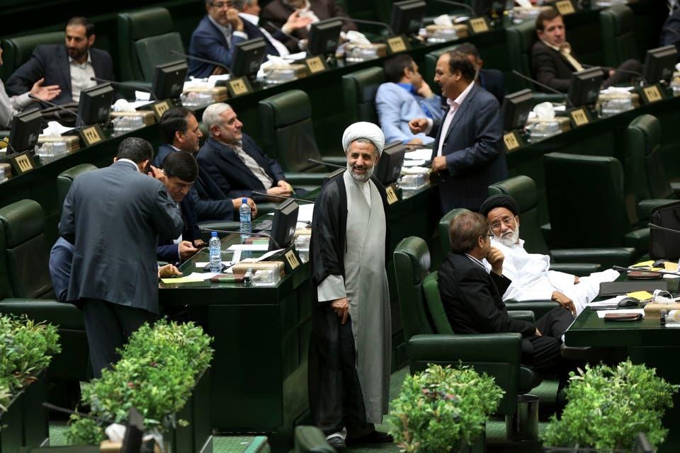 """طهران تهدد بـ""""الخطوة الثالثة"""" وتقليصات نووية جديدة"""