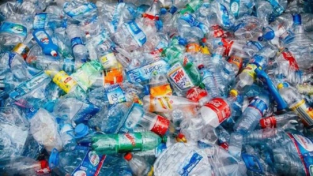 لأول مرة.. تحويل النفايات البلاستيكية إلى طاقة لتشغيل السيارات وتدفئة المنازل