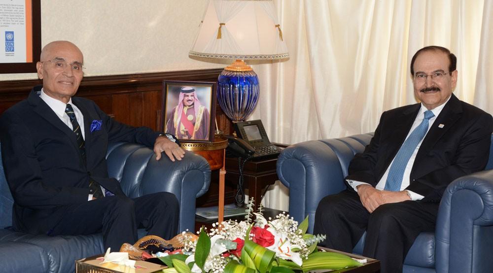 ميرزا يشيد بدور سفير البحرين السابق في اليابان